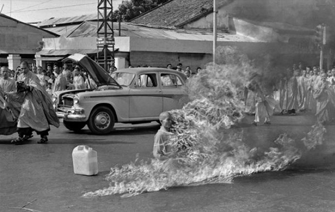 Călugăr budist in foc